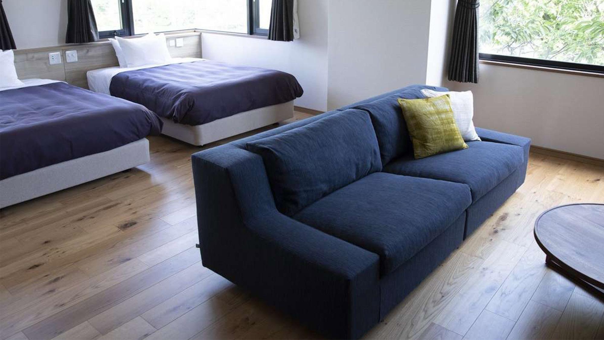 ベッドもソファーも贅沢なものを導入