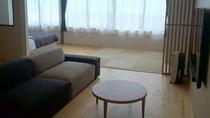 大きなソファーがある充実したお部屋でお寛ぎいただき、心と身体を休める過ごし方もおすすめです。