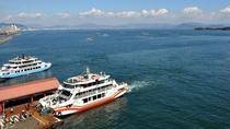 宮島へ渡るフェリーです。乗船時間は約15分。