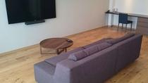 ツインルーム 大きなソファーでおくつろぎ下さい。