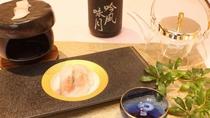 大好評の穴子の石焼き。日本酒とよく合います
