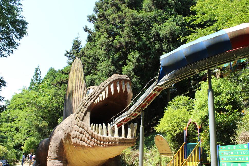 わんぱく王国・恐竜の滑り台