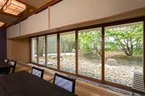 大広間からの日本庭園