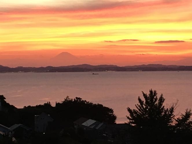 竹岡 ベランダからの夕日 富士山