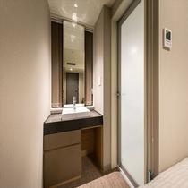【コンフォートダブル】洗面独立で鏡も移動式で便利