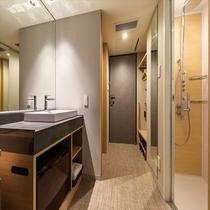 【レインシャワーダブル】バスタブなしのシャワーブース、最上階に大浴場完備