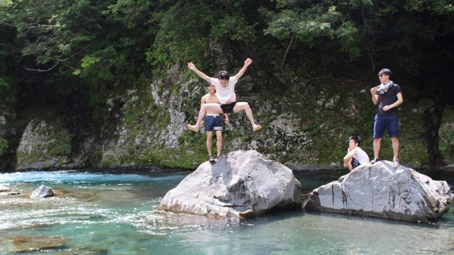 ・夏は自然を満喫!暑い夏の日は涼しい川遊びで楽しく遊ぼう!