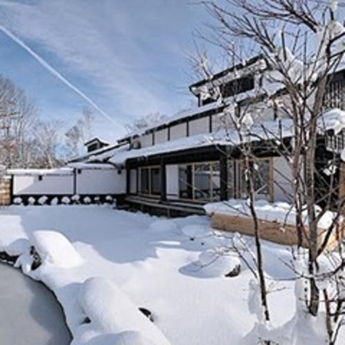 古民家の湯外観雪