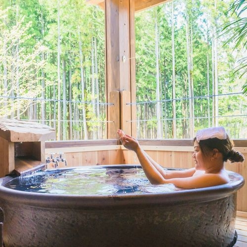 【貸切風呂】信楽焼「ほたるの湯」夏は脇の小川にほたるが見られます