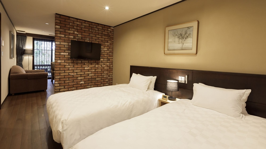 【ペット同伴専用客室】<陶器風呂付き>リビング&ツインルーム お部屋はリビング付きのツインルームです