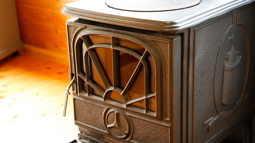 【コテージ:暖炉】11月~3月まで客室内で暖炉をご利用いただけます(別途料金)