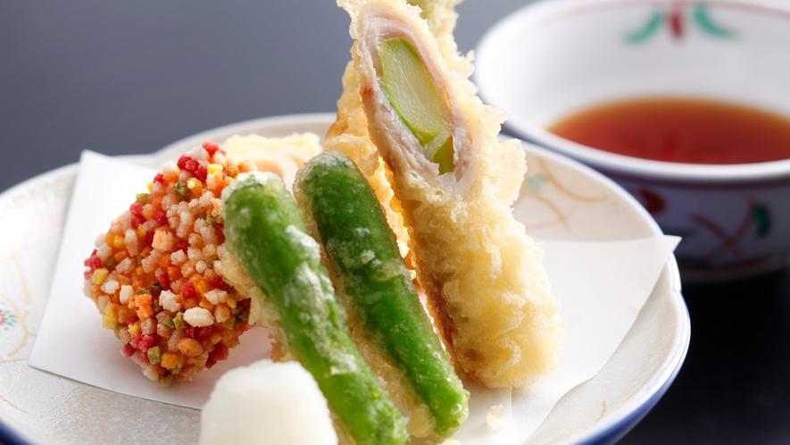 【グルメ会席】アスパラのポーク巻き~海老ロール揚げと旬野菜の天麩羅~