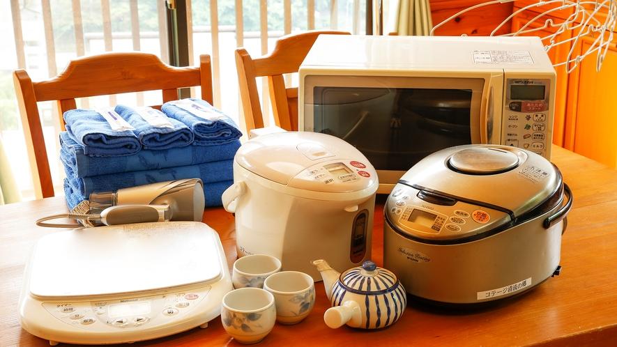 【コテージ客室設備】炊飯器やレンジ、IHコンロなどキッチン用品も完備しております