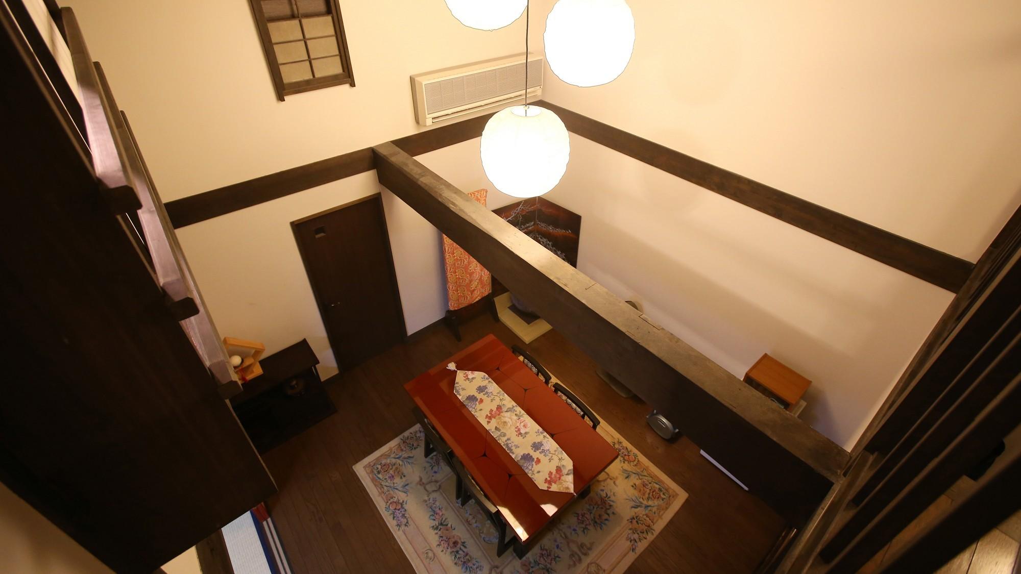 【蔵メゾネット】和室二間+リビングルーム。階段より1階を見下ろします。