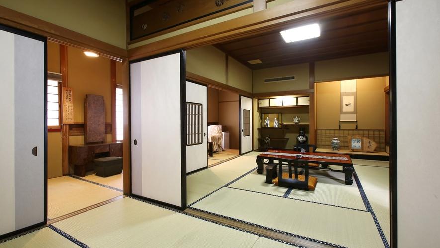 【琥珀】木曽川を望む、総檜造りの特別室。10畳間と6畳間は襖を隔てて続きます。