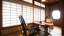 【木取亭◆瑠璃】和室10畳+広縁、木曽川眺望。広縁からは清流木曽川を望みます。