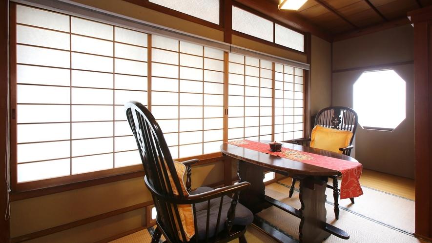 【瑠璃】木曽川を望む、檜造りの和室。広縁からは清流・木曽川を望みます。