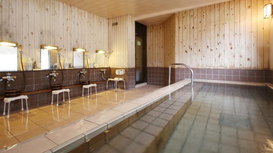 女湯「巴御前の湯」内風呂。