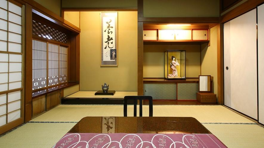 【瑠璃】木曽川を望む、檜造りの和室。素朴で静かな佇まいの中に、歴史と和の風情が漂います。