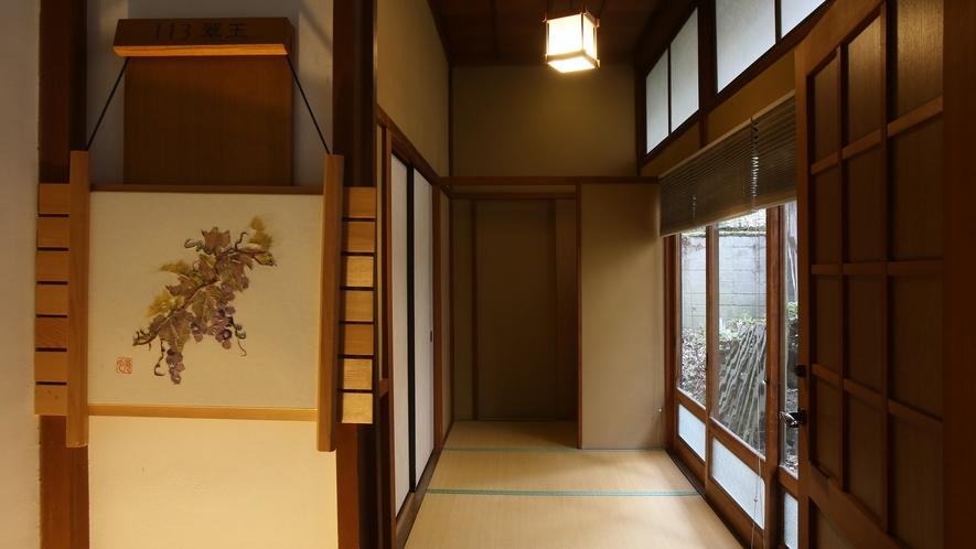 【翠玉】木曽川を望む、総檜造りの特別室。和室15畳+次の間9畳+広縁。