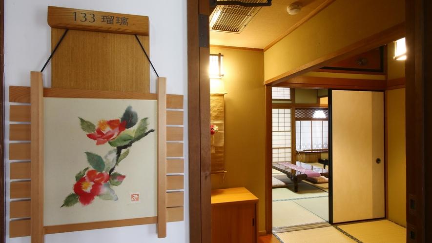 【瑠璃】木曽川を望む、檜造りの和室。和室10畳+広縁。