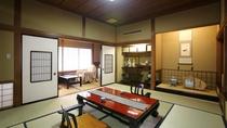 【特別室◇琥珀】和室10畳+次の間6畳+広縁。広縁からは清流木曽川を望みます。