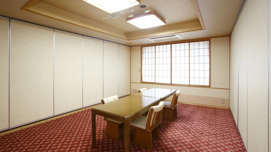 個室お食事処。広々とした個室でごゆっくりと、お食事をお楽しみください。