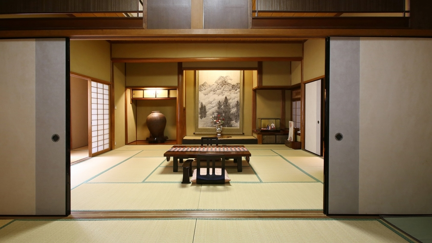 【翠玉】木曽川を望む、総檜造りの特別室。圧巻の床の間をそなえる、広々贅沢な空間。