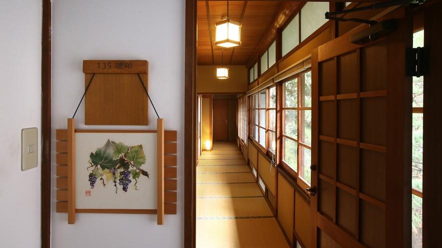 【琥珀】木曽川を望む、総檜造りの特別室。和室10畳+次の間6畳+広縁。