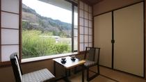 【木楽亭】和室10畳スタンダード。明るい光差し込む窓際でごゆっくりと。