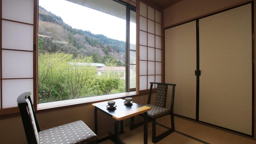【木楽亭】スタンダード和室。明るい光が差し込む窓際でごゆっくりと。