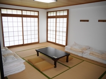 12畳和室(バス・トイレ・洗面共用)