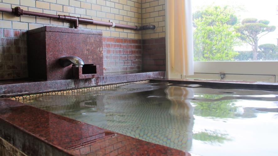 <上諏訪温泉>諏訪湖が眺められる展望浴場。