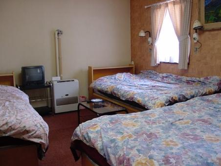 洋室 4 ベッド