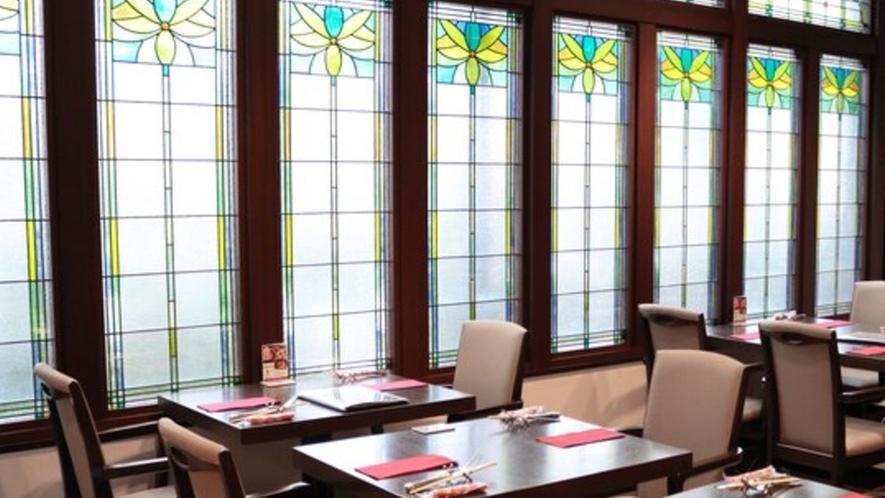 レストラン店内_ステンドグラス