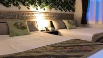 前ぬ浜(コンドミニアム)寝室ベットルーム・ゆったり寛げるセミダブルベッド2台完備