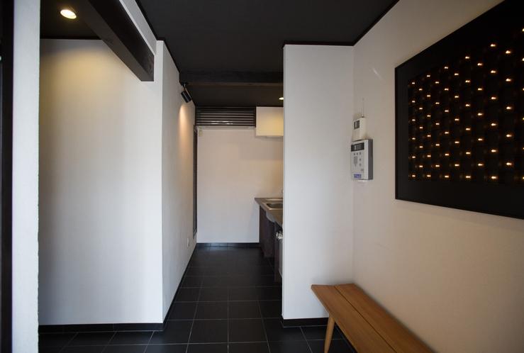 1階 エントランス、キッチン