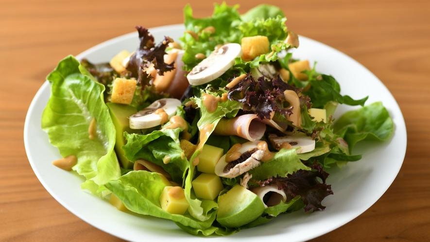 太田ハムとチーズ マッシュルームの味噌サラダ