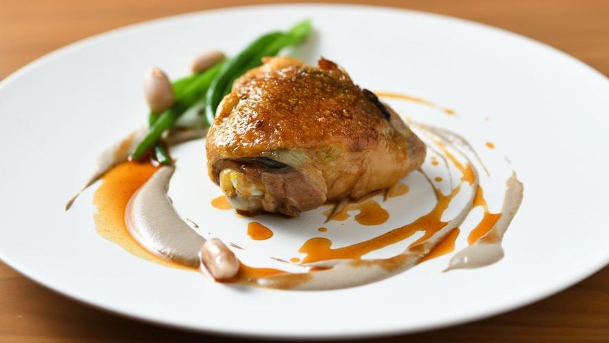 ホロホロ鶏もも肉の茸詰めロースト