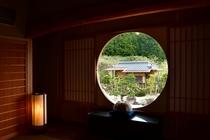 円窓からの茶室