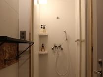 シャワールーム内装