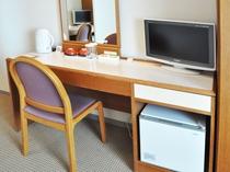 【客室備品】デスク完備でお仕事にも便利です