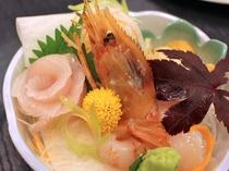 【夕食】新鮮な海鮮をお召し上がりいただけます。