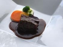 牛ホホ肉の特製ビーフシチュー