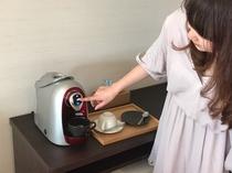 ホットドリンクメーカーを使って、美味しいコーヒーと紅茶を。