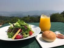 絶景と朝食