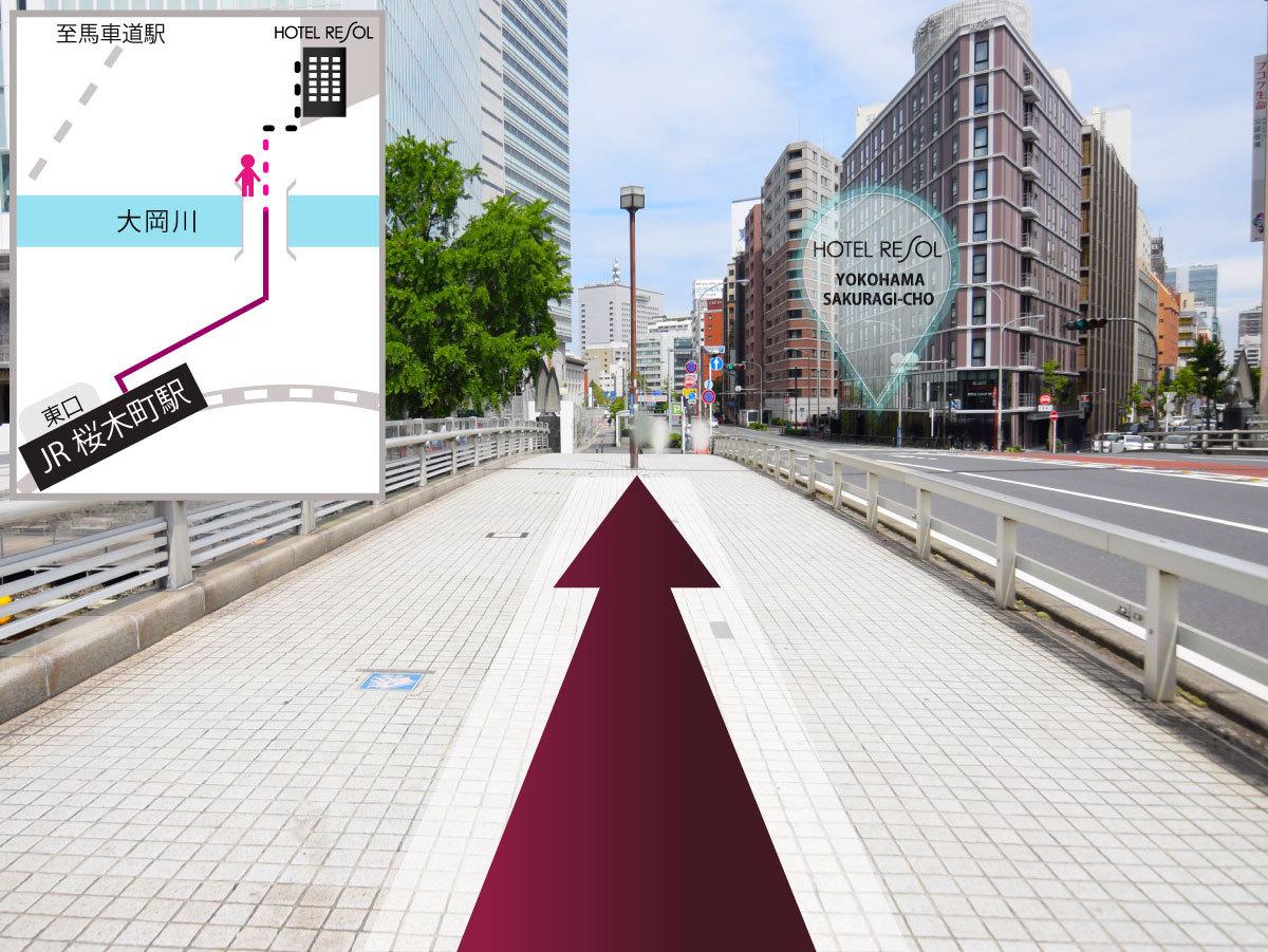 (9)橋を渡ると右手にホテル左手に建設中の市庁舎が見えております
