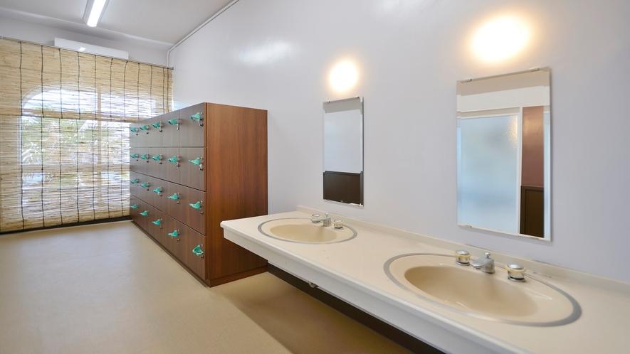 大浴場の脱衣場スペース
