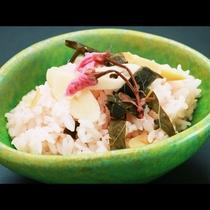 ■【夕食】季節のごはん…春は桜ごはん。見た目も春らしいココロ踊る一品です♪
