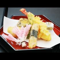 ■【夕食】見た目も鮮やかな天ぷら盛り合わせ☆